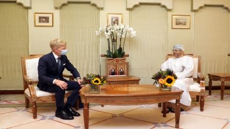 مسقط: المبعوثان الاممي والامريكي يلتقيان الوسطاء العمانيين في محاولة جديدة لانهاء حرب اليمن