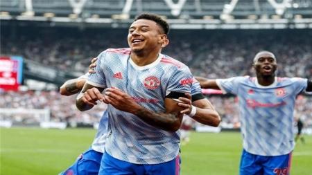 """رياضة: مانشستر يونايتد ينتزع صدارة """"البريمير ليغ"""" من ليفربول"""