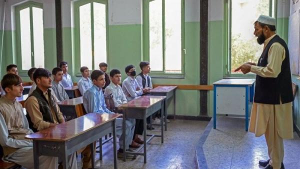 افغانستان: المدارس تفتح ابوابها فقط للمعلمين والطلاب الذكور