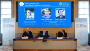 ستوكهولم: نوبل الاقتصاد إلى ثلاثة اختصاصيين في التجارب