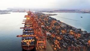 مسقط: ميناء صلالة يطلق خدمات لوجستية لدعم المستثمرين وتسهيل النقل الداخلي مع اليمن