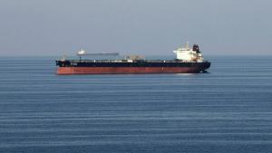 طهران: البحرية الإيرانية تحبط هجوم قراصنة على ناقلة نفط في خليج عدن